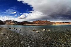 Mountain range between India and China