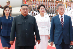 South Korean President Moon Jae-in walks with North Korean leader Kim Jong Un upon arrival in Pyongyang, North Korea on Sept. 18. (Pyongyang Press Corps)